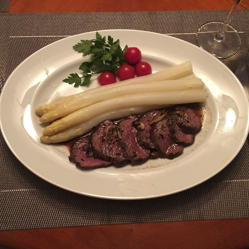 Rentiersteak mit Spargel